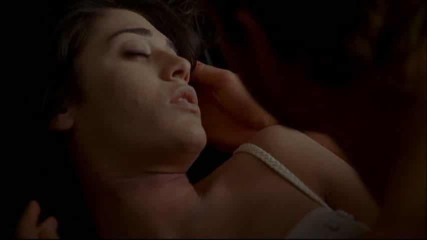 Lizzy Caplan naked