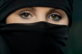 Was it right to throw Muslim Woman wearing niqab veil out of Paris Opera?