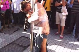 Video: Crowd capture Chilean thief by clingfilm him to pole.