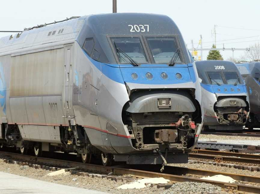 Oregon man posing for selfie hit and killed by Amtrak train