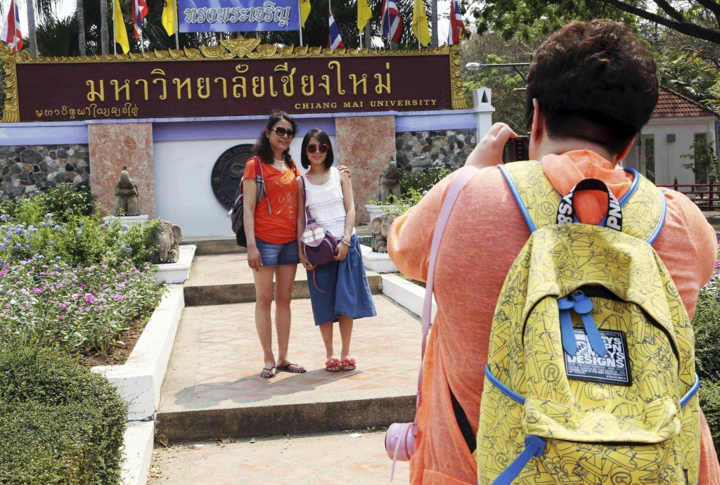 Thailand to China tourists etiquette manual