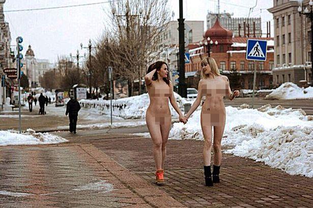 Девушки ходят голые фото