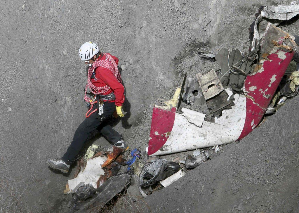 Germanwings investigators deny mobile video of crash
