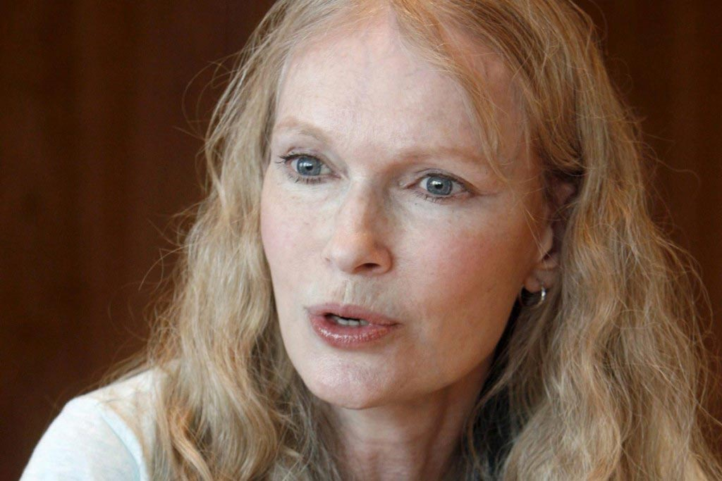 Mia Farrow tweets Walter Palmer's address