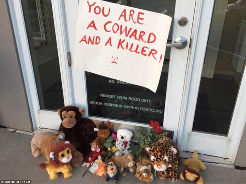Walter Palmer protesters