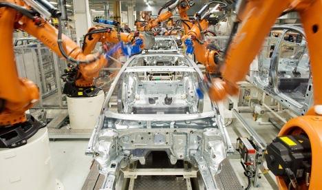 German robot kills Volkswagen plant worker