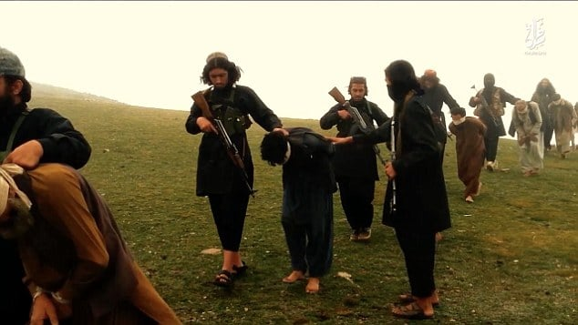 ISIS executes ten prisoners by forcing them to kneel over bombs
