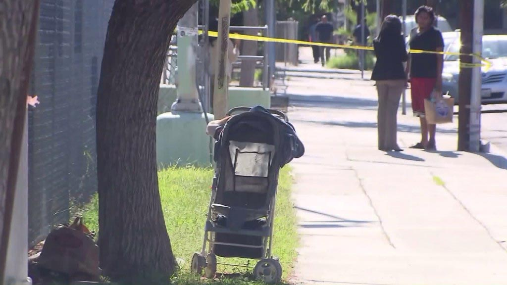 mother abandon new born baby in Los Angeles street