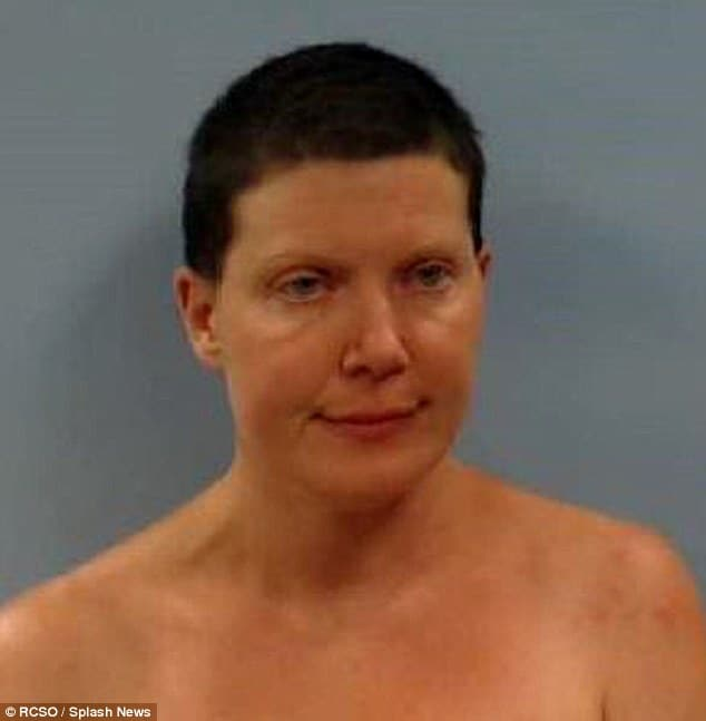 Jennifer Lien, Star Trek actress exposes herself naked