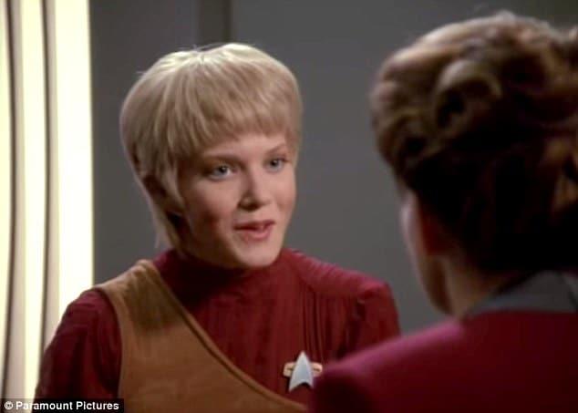 Jennifer Lien, Star Trek actress exposes herself naked