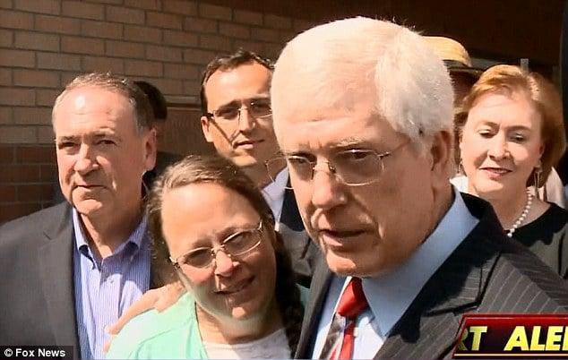 Kentucky gay marriage clerk Kim Davis freed