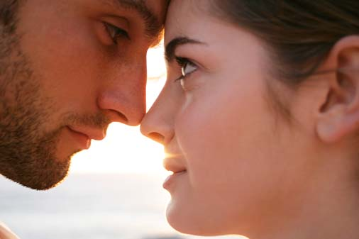 Non-Verbal Signs Signaling She Wants to Kiss You