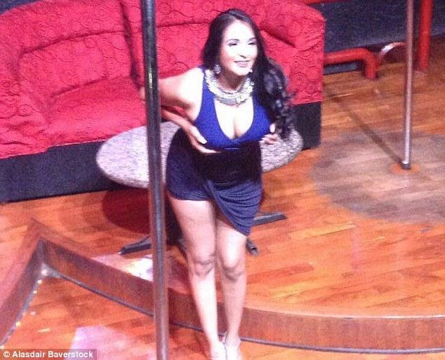 Nidia Garcia topless selfie cop