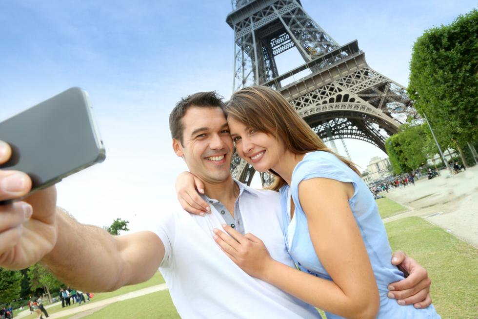 A Guide to Dating While in Another Country