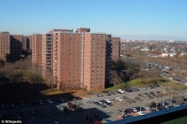Brian Swearing jumps to his suicide death from Geraldine Butler's Queens 12th floor balcony