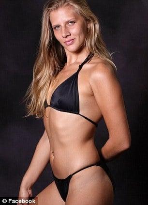 Sara Barnes model