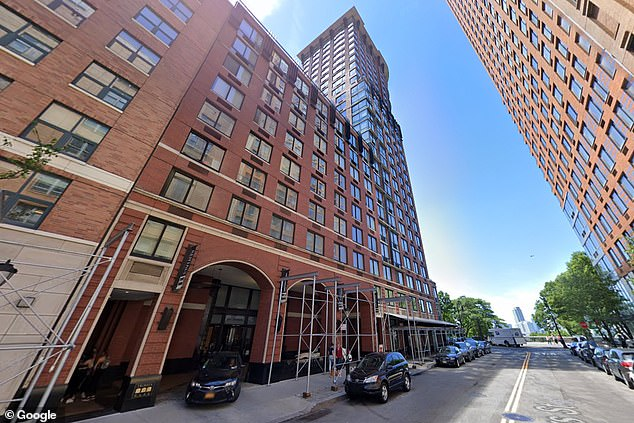 64 yr old Manhattan man leaps to his death off 16th floor Tribeca Park apartment