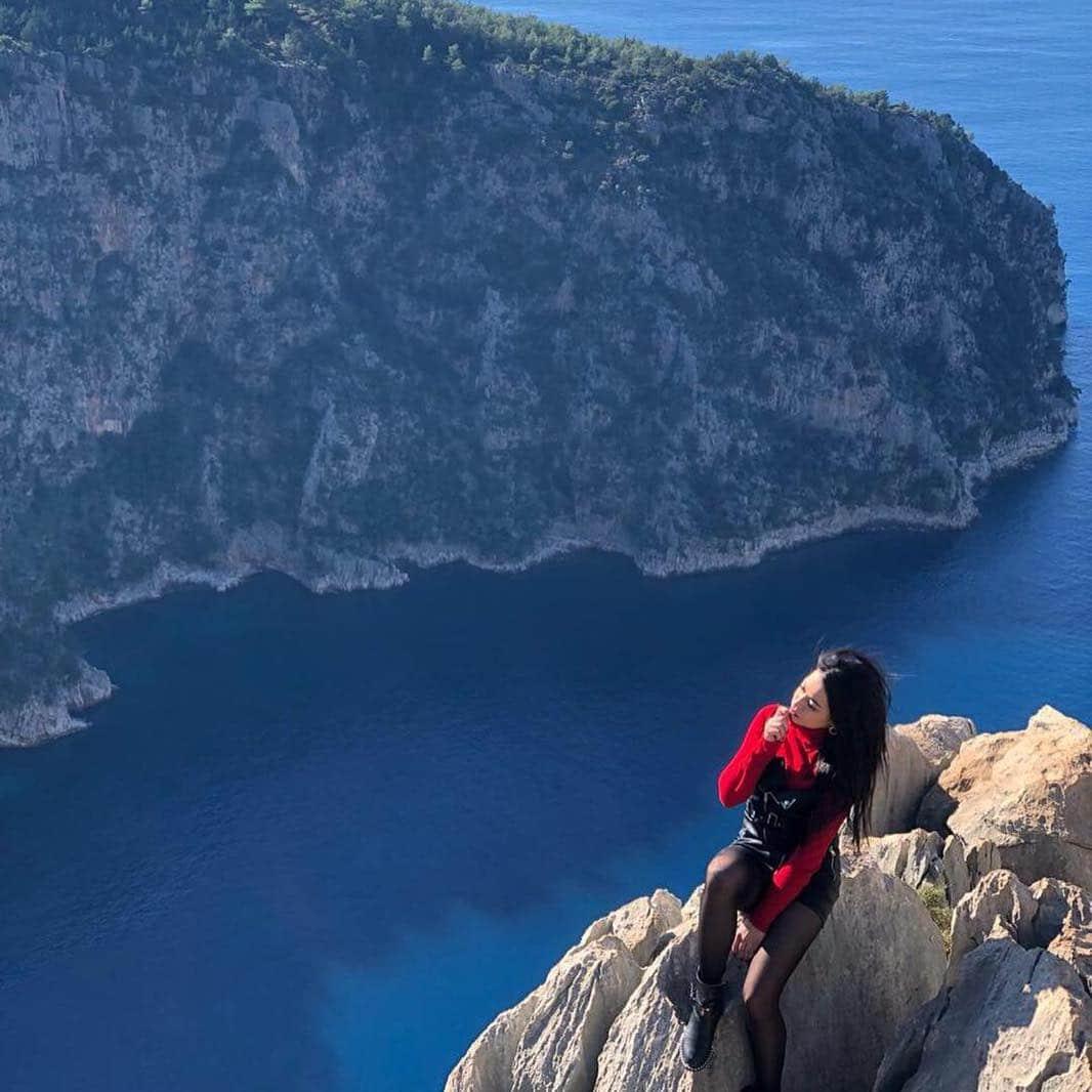 woman plummets 100ft to her death taking selfie in Turkey