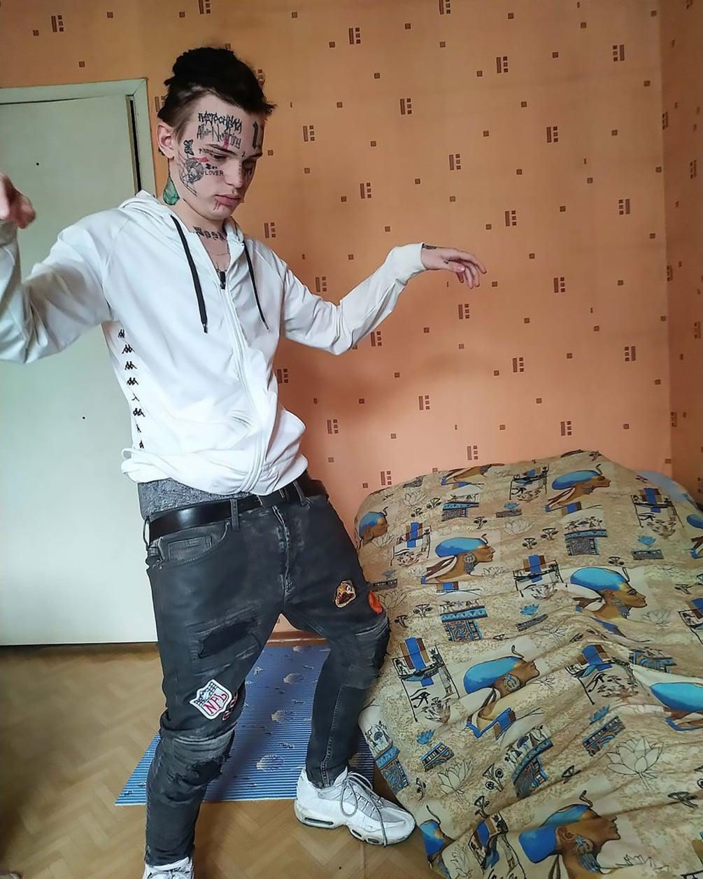 Russian teen tattoos Tekashi 6ix9ine