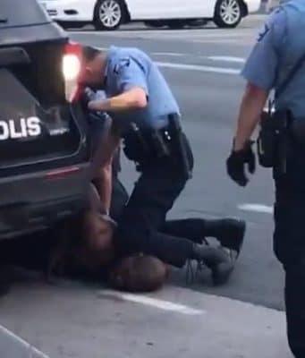 Minneapolis cop with knee on neck of black man dies