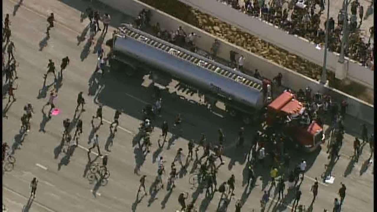 Semi truck speeds into Minneapolis protesters