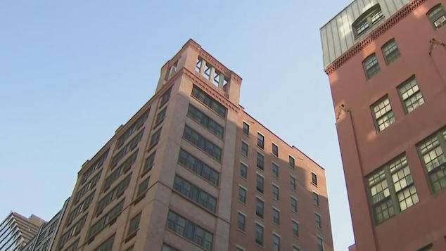 woman 39 holding daughter jumps from NYC building
